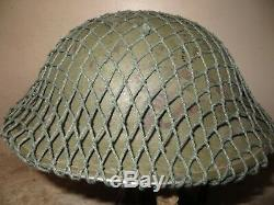Beau casque Britannique de la 2 ème Guerre mondiale, peinture KAKI, complet