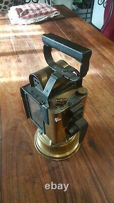 Belle ancienne lanterne à main des chemins de fer en cuivre complète H. 36 cm