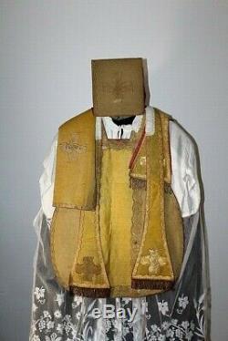 Chasuble Romaine de prêtre complète en drap d'or XIXe Siècle