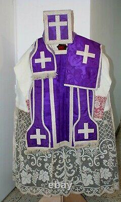 Chasuble Romaine de prêtre complète en soie violette damassée XIXe siècle