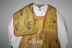 Chasuble Romaine de prêtre en drap d'or complète Agneau sur bible XIXe Siècle