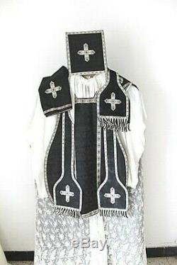 Chasuble de prêtre Romaine complète en soie noire damassée XIXe Siècle