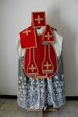 Chasuble romaine de prêtre complète en soie damassée rouge broderie Cornély XIXe