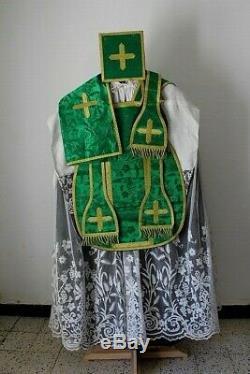 Chasuble romaine de prêtre complète en soie damassée verte broderie Cornély XIXe