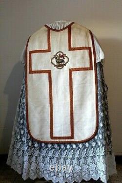 Chasuble romaine de prêtre quasi complète en soie Agneau vainqueur XIXe siècle