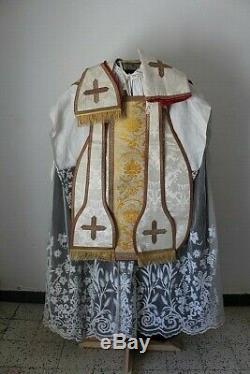 Chasuble romaine de prêtre quasi complète en soie damassée blanche XIXe siècle