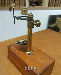 Petit microscope de botaniste ou d'étudiant, complet en boite, circa 1860