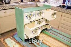 Très belle étagère à épices de cuisine ancienne et complète